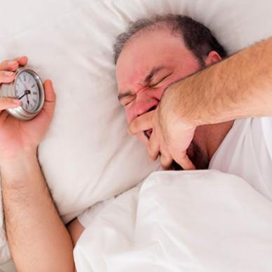 Spray nasal podría ayudar a quienes se levantan excesivamente a orinar por las noches.